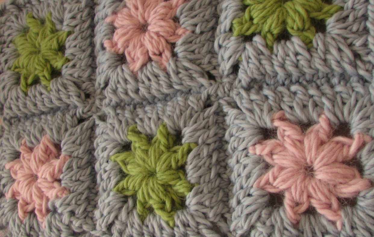 VERY EASY crochet chunky granny square - chunky baby blanket tutorial