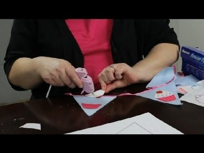 How to Decorate a Felt Banner : Felt Craft Projects