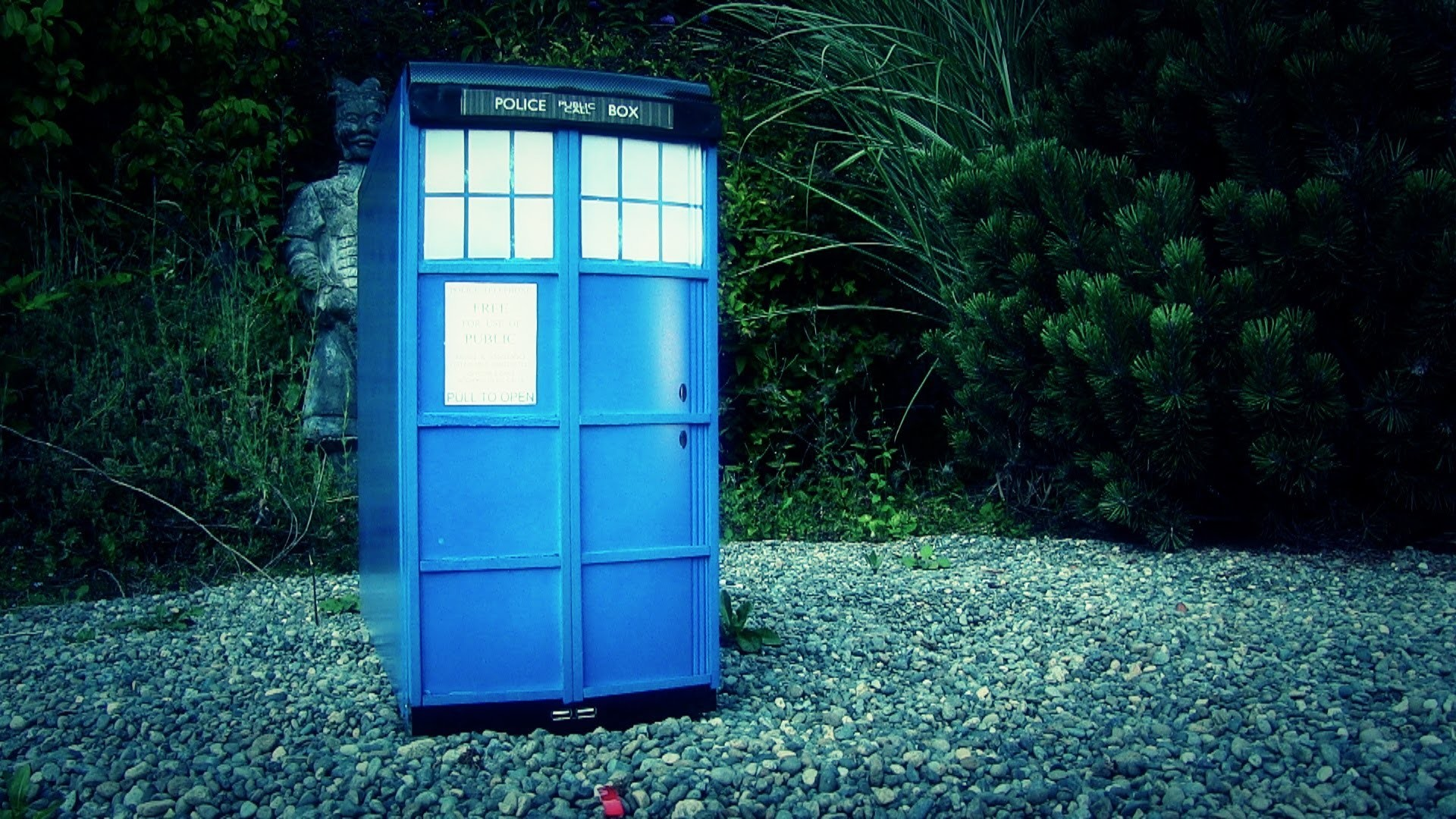 Get Your Craft On! - How to Convert Your Computer into a Tardis!