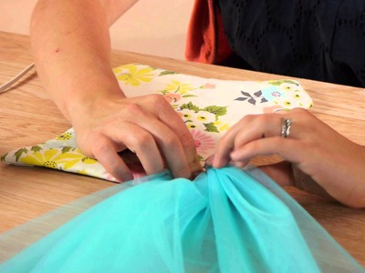 How to Attach Tulle for a Tutu Bow Holder : Craft Projects