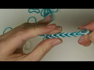 Craft: How to make a Fishtail elastic bracelet using a crochet hook