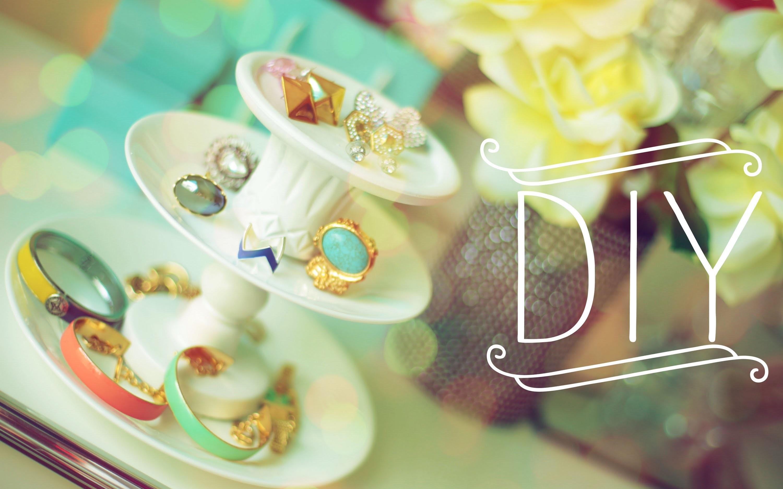 DIY Jewelry Stand {Creative Storage Display}