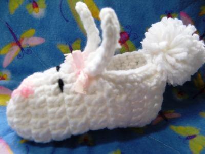 Easy crochet baby bunny slipper