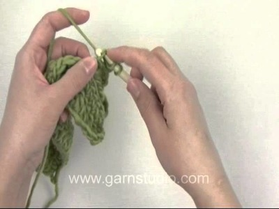 DROPS Crochet Tutorial: How to crochet loops