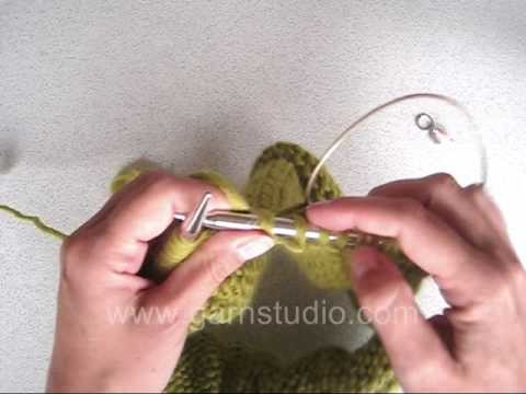 DROPS Knitting Tutorial: How to wrap over collar or front bands