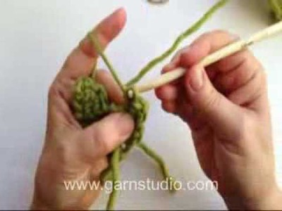 DROPS Crochet Tutorial: How to crochet a little heart decoration