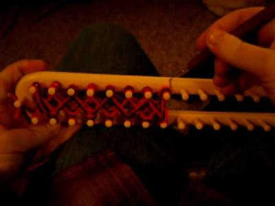 Loom-knitting a double-sided scarf.  (start)