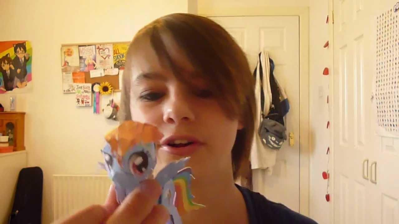Heather Makes a Papercraft Pony :D