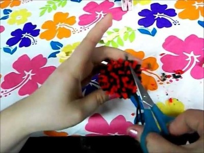 How to make pom poms with multiple colors