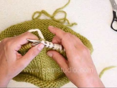 DROPS Knitting Tutorial: How to weaving in ends