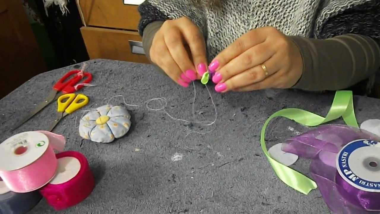 DIY: Flores de fita.Ribbon flowers.Crafts.
