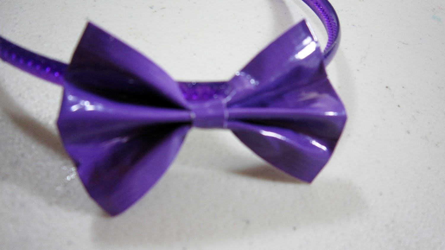 How to make a flat duct tape hair bow - EP