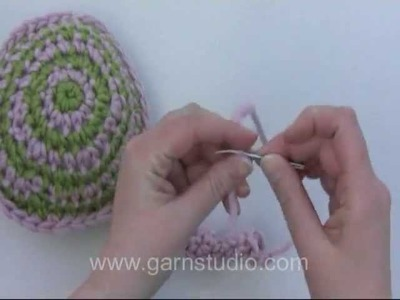 DROPS Crochet Tutorial: How to crochet a lollipop