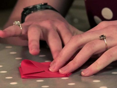 Mother's Day origami flowers - learn how to make this lovely FREE gift at home!