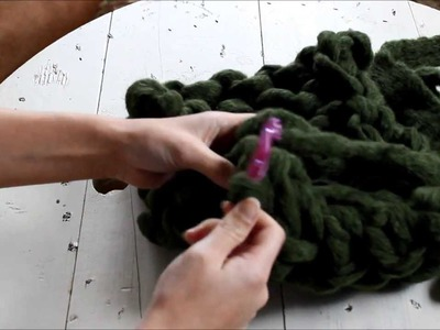 Arm Knitting 101: How to Sew Infinity Scarf Ends Together