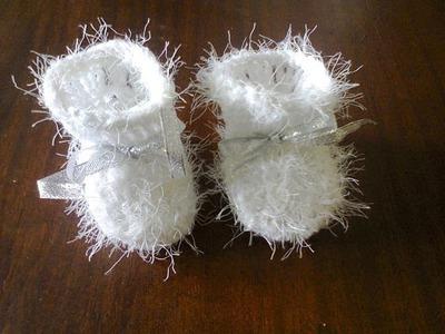 Как связать пинетки крючком.  How to tie booties crochet.