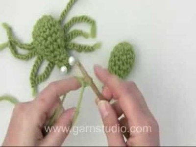 DROPS Crochet Tutorial: How to crochet a spider (0-967)