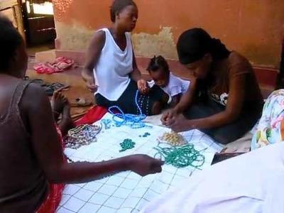 Mzuribeads making paper bead jewellery