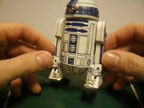 Papercraft poseable R2-D2 with flip out 3rd leg