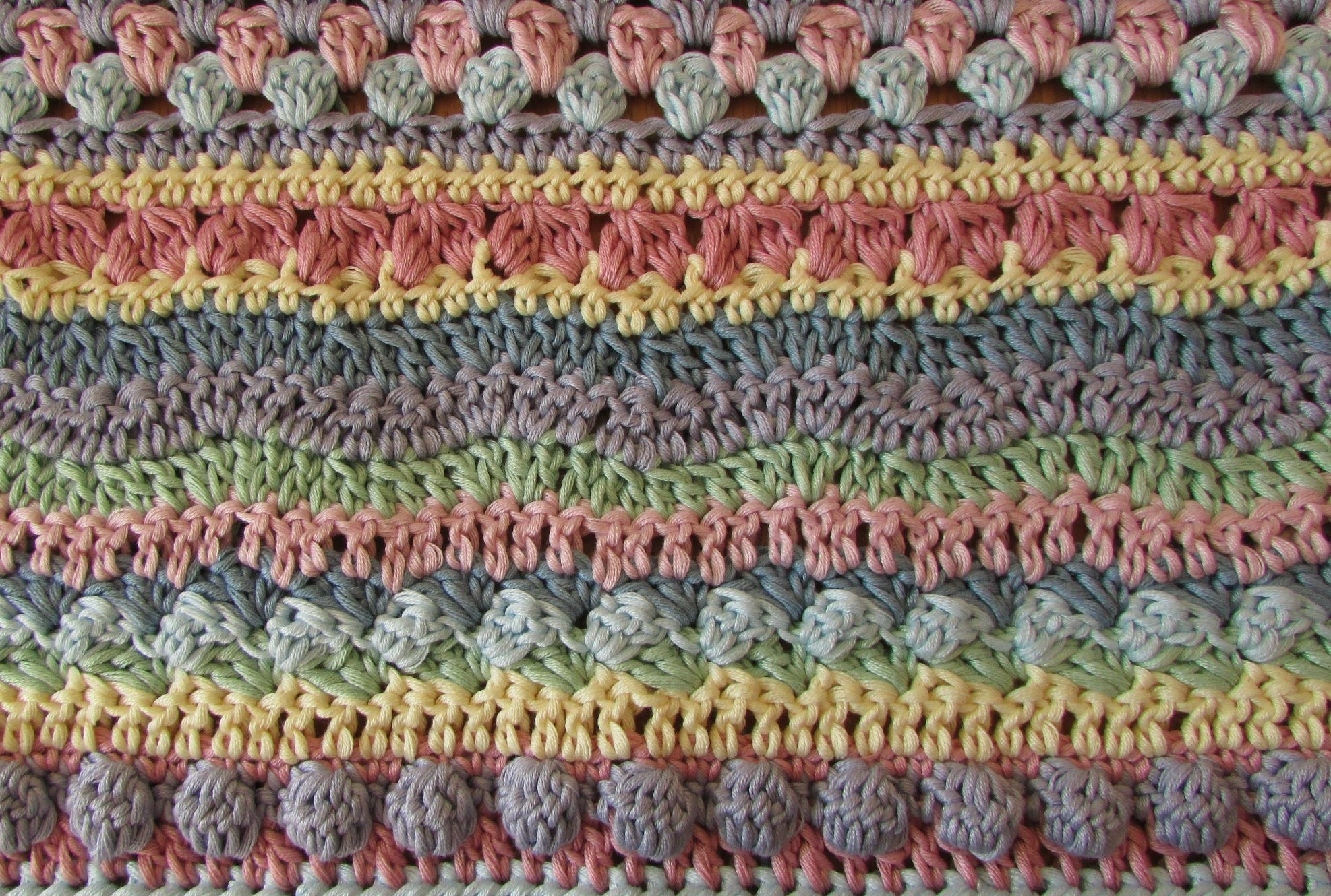 Fun striped crochet blanket tutorial - EASY crochet afghan. baby blanket. throw