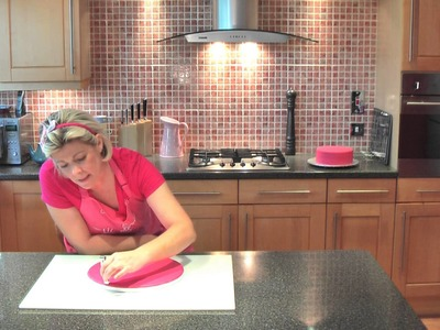 How To Use A Crimper - Cake Craft World Video 5