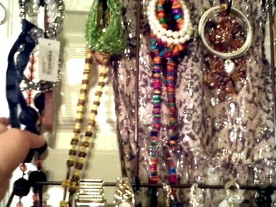 HOW TO DIY OVER THE DOOR JEWELRY ORGANIZATION VIDEO. THE FINISHED PRODUCT. I LOOOOOOVE IT!