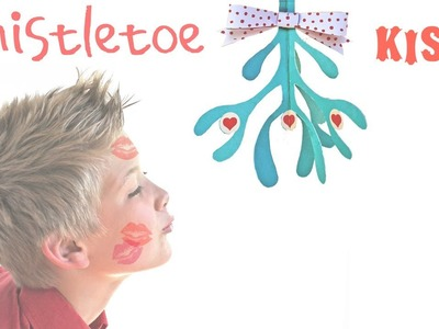 How to make a paper mistletoe (free printable template) to get a xmas kiss!