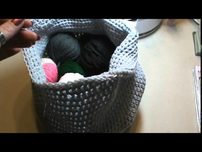 Simple crochet yarn basket or bag