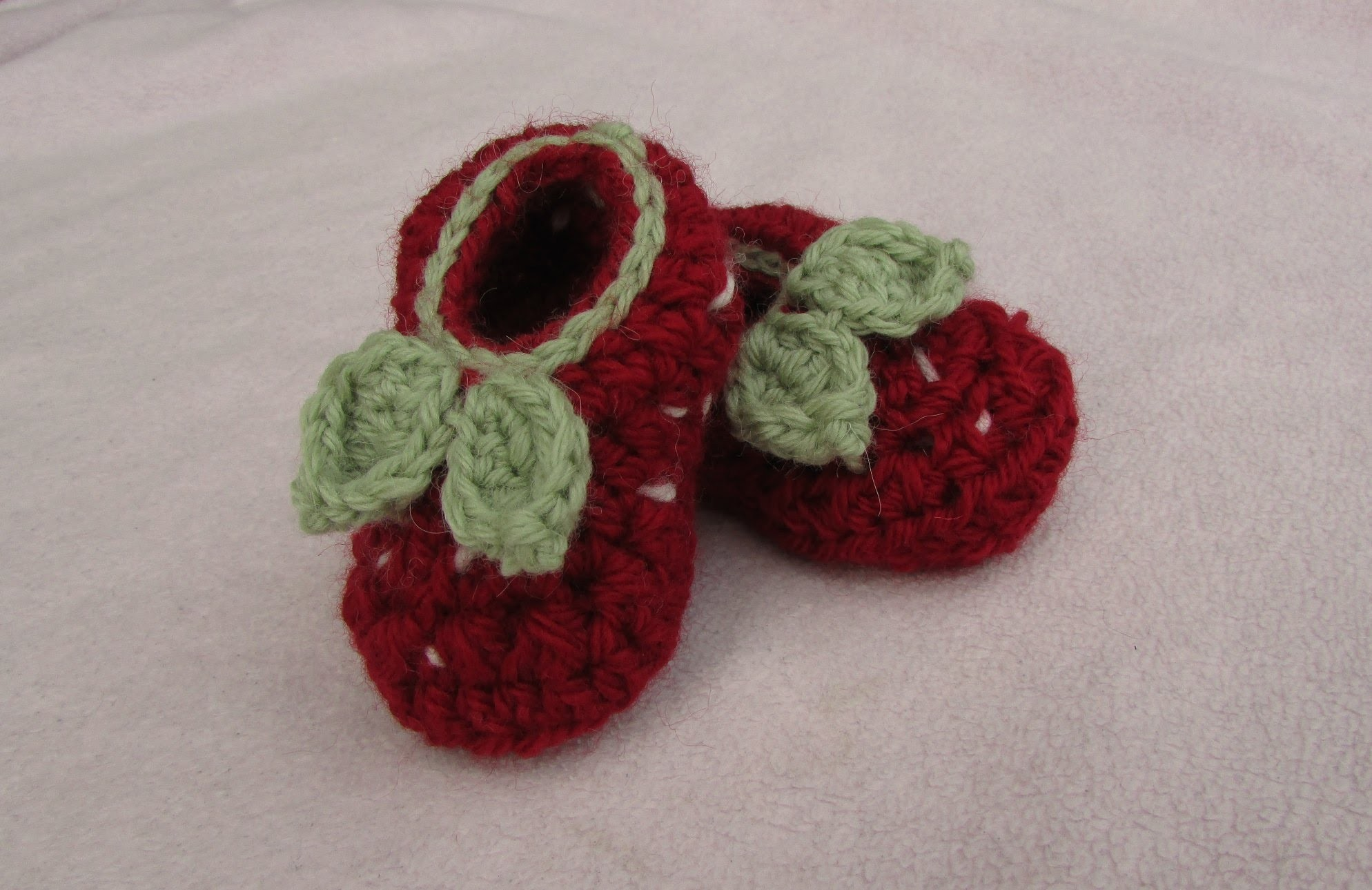 VERY EASY crochet strawberry baby booties - crochet shoes for beginners