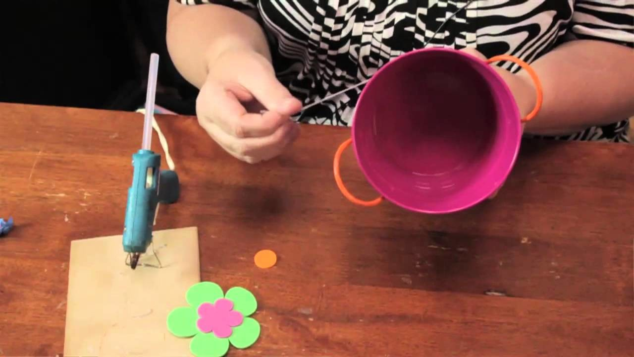 How to Decorate a Pot : Summer Crafts