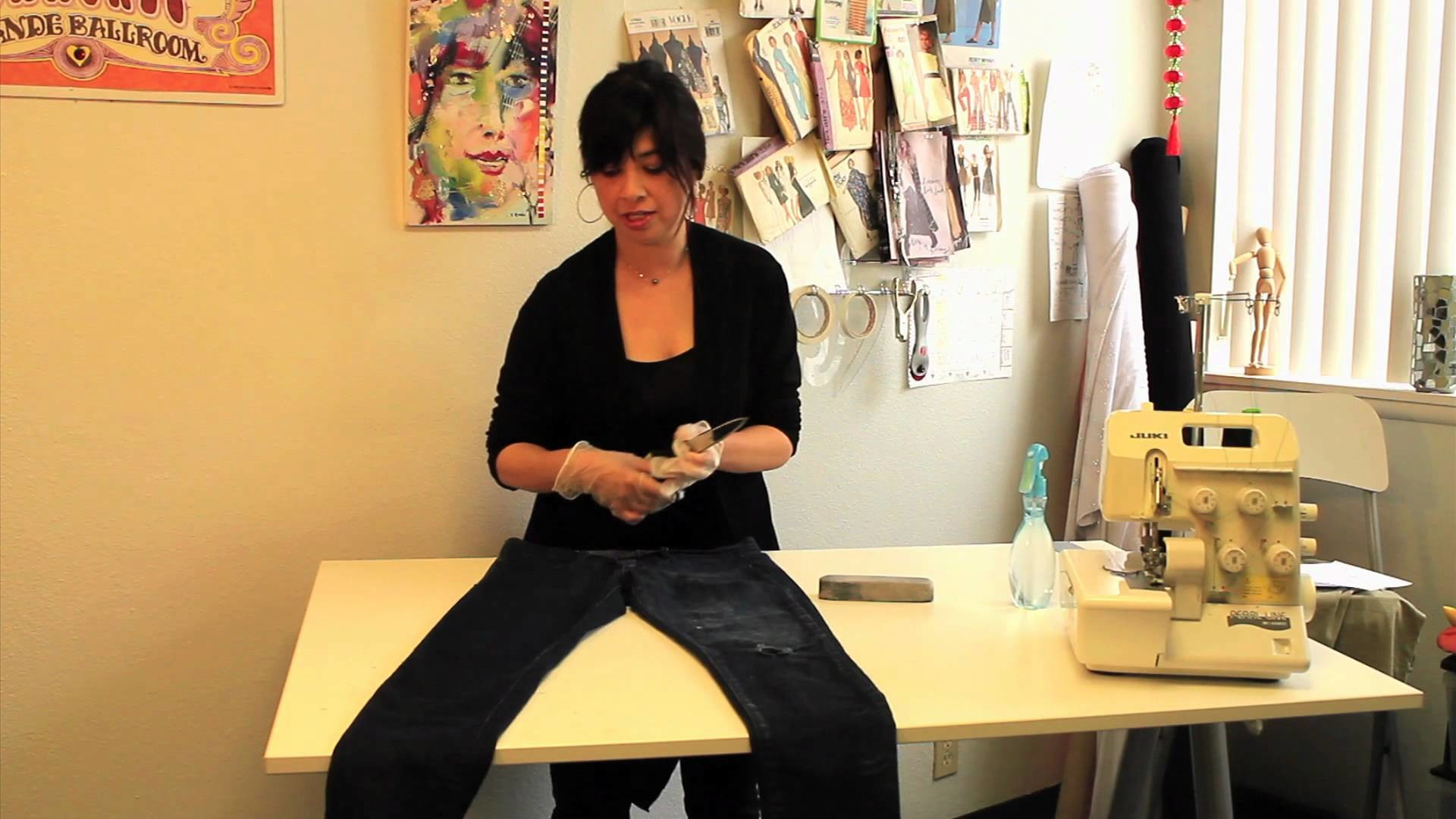 Do-It-Yourself: Distressed Jeans : DIY Fashion Projects