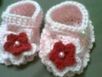 Crochet booties for little hearts