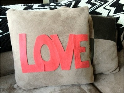 "DIY Christmas Gifts: Decorative ""LOVE"" Pillow (Day 28)"
