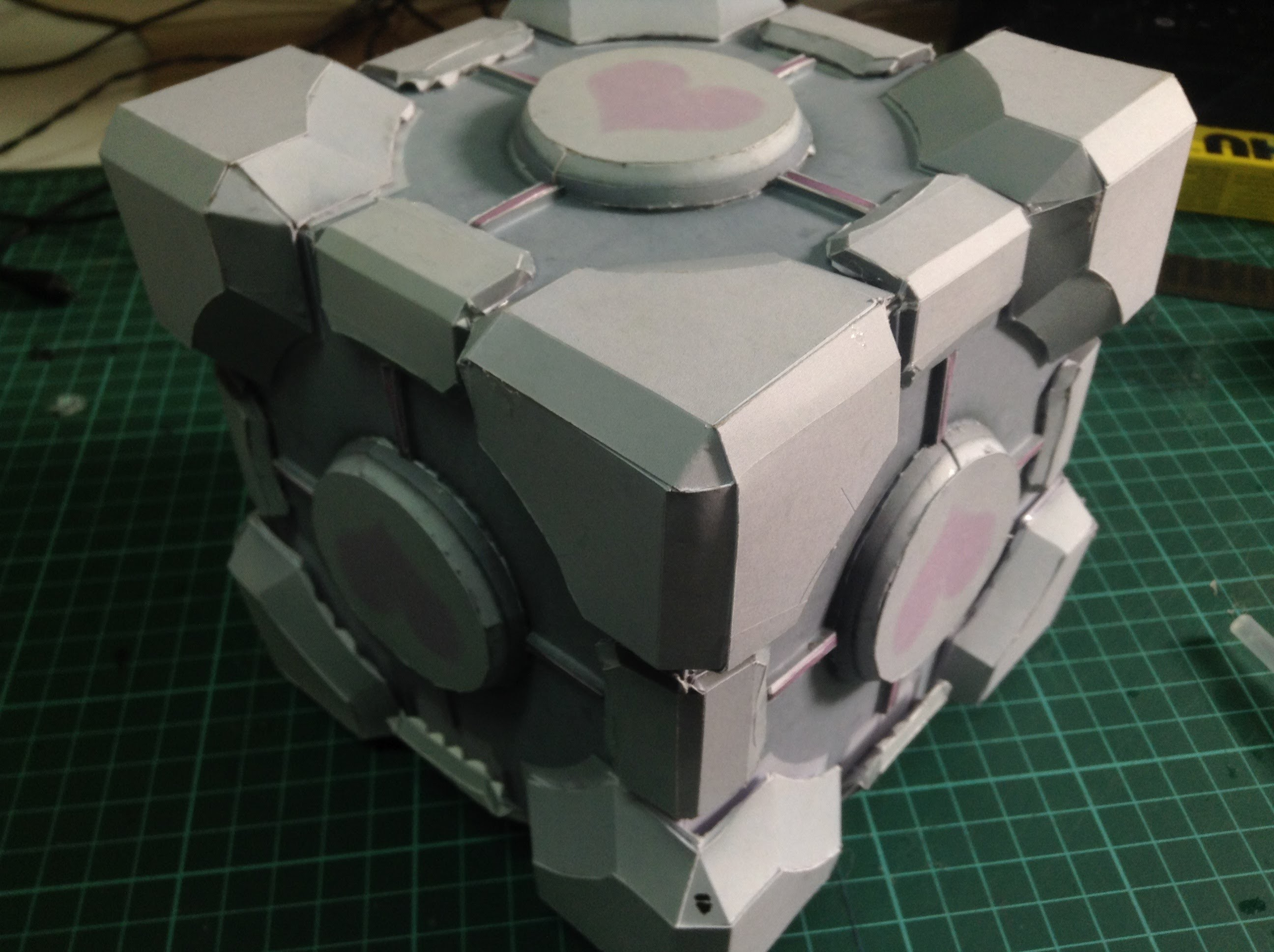 Weighted Companion Cube Papercraft Tutorial (Span subs)
