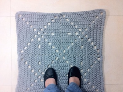 How to Crochet a T-shirt Yarn Square Rug (DIY Tutorial)