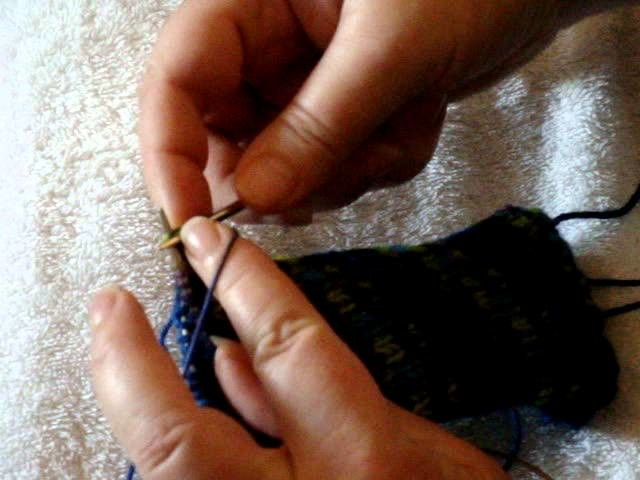 How to knit magic loop and purl continental style 003