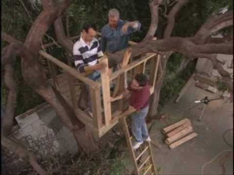 How to Build an Outdoor Tree House or Tree Fort House.wmv