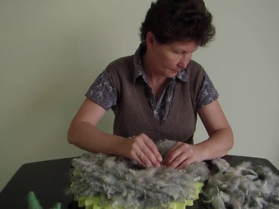 Short video about making felted curly layer rug MANTITA DE RULOS - video by FeltSoapGood