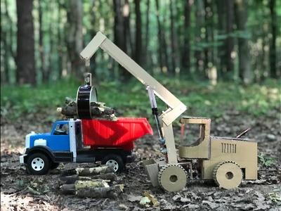 DIY Skidding tractor Liebherr L580 with grapple - Cardboard toy