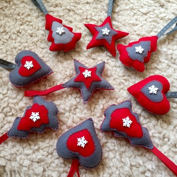 Mixed felt christmas decorations  x9 pieces traditional shapes&colours
