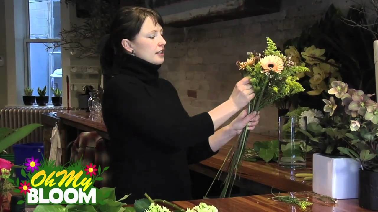 How to make a European hand tied flower arrangement