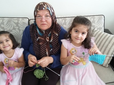 Torunlarıma Örgü Öğretiyorum. I am teaching knitting to my granddaughters