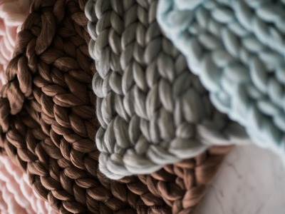 $10 MERINO WOOL CHUNKY KNIT BLANKET | FAUX DIY NEWBORN PHOTOGRAPHY PROP IN 10 MINUTES