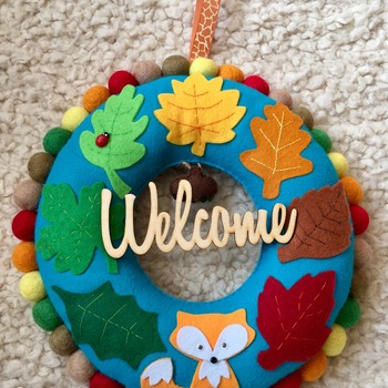 Autumn inspired Welcome felt Leaf Wreath with cute Fox