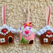 """Felt Christmas tree """"Snowy House"""" ornament"""