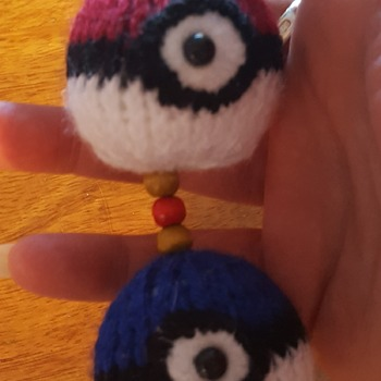 Knitted double pokemon ball keyring