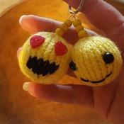 Knitted emoji jeyring