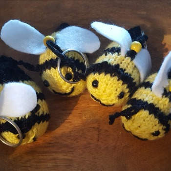 Little knitted bumble bee keyring