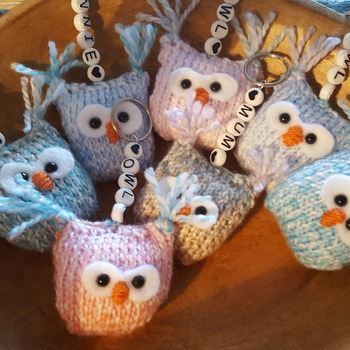 Little knitted owl keyring