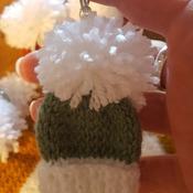 Minature bobble hat keyribg
